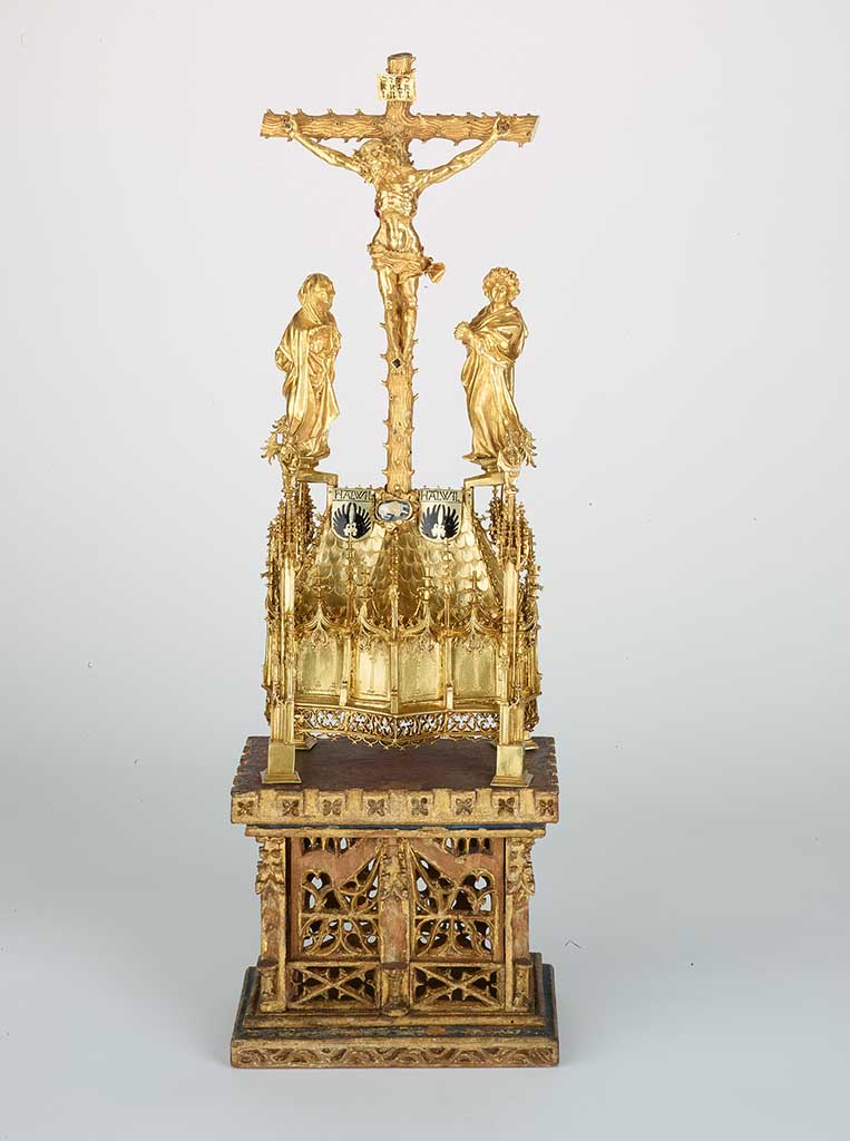 Hallwyl Reliquary from the Basel Minster treasure, before 1470, gold, diamonds, rubies, silver, enamel, agate, sapphire, linden wood, 85.3 x 19.1 cm © Historisches Museum Basel