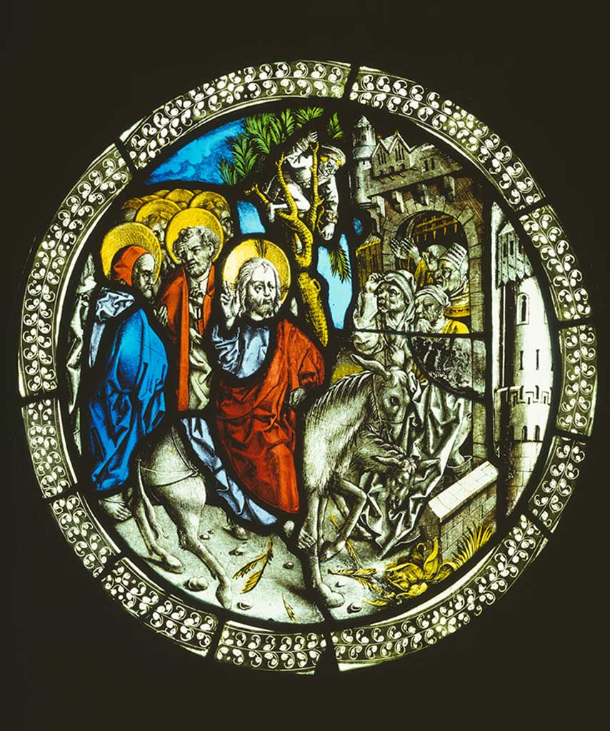 Peter Hemmel: Triumphal Entry into Jerusalem, ca. 1475–1480, coloured blow-moulded glass, leadlight design and nuanced, pounced and etched translucent modelling, verso yellow silver stain and red ochre glaze, etched red external layer, diameter 36–37 cm © Staatliche Museen zu Berlin, Kunstgewerbemuseum / Hans-Joachim Bartsch